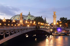Pont Александр III на сумраке. Париж Стоковые Фотографии RF