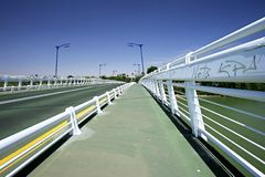 Pont abstrait au-dessus de rivière en Séville, Espagne du sud Images stock