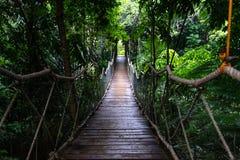 Pont accrochant à la chapelle de Caleruega, Tagaytay Photo stock