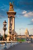 Pont Alejandro III y DES Invalides, París del hotel Imagenes de archivo