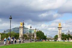 Pont Alejandro III y el Palais magnífico en París, Francia Fotos de archivo libres de regalías