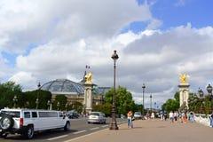 Pont Alejandro III y el Palais magnífico en París, Francia Foto de archivo libre de regalías