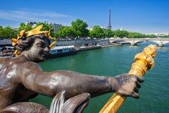 Pont Alexandre ΙΙΙ γέφυρα και πύργος του Άιφελ, Παρίσι, Γαλλία Στοκ φωτογραφία με δικαίωμα ελεύθερης χρήσης