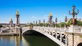 Pont Alexandre ΙΙΙ γέφυρα με Hotel des Invalides, Παρίσι, φράγκο στοκ εικόνα