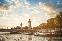 Pont Alexandre ΙΙΙ στο Παρίσι σε ένα όμορφο ηλιοβασίλεμα, Γαλλία Στοκ Φωτογραφία