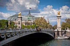 Pont Alexandre III在巴黎,在塞纳河的一座桥梁 免版税库存图片