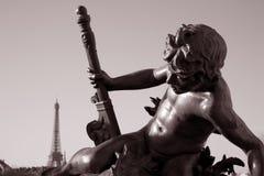 Pont Alexandre III Brücke mit dem Eiffelturm Lizenzfreie Stockfotos