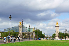 Pont Alexandre III e o Palais grande em Paris, França Fotos de Stock Royalty Free