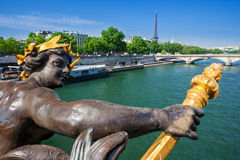 Pont Alexandre III most i wieża eifla, Paryż, Francja Zdjęcie Royalty Free