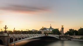 Pont alexandre 3 och storslagna palais Royaltyfri Bild