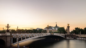Pont alexandre 3 och storslagna palais Royaltyfri Fotografi
