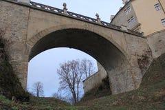Pont antique de château de Veveri dans la République Tchèque image libre de droits