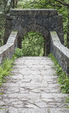 Pont arqué par sept aux jardins en terrasse de Rivington Images libres de droits