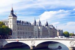 Pont auändring och Conciergerie Arkivbilder