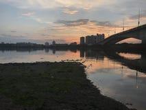 Pont au coucher du soleil Image libre de droits
