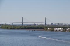 Pont au-dessus de Charleston Harbor images libres de droits