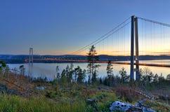 Pont au-dessus de fjord suédois Photo stock