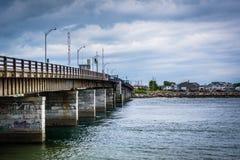 Pont au-dessus de Hampton Harbor Inlet en Hampton Beach, New Hampshire Images libres de droits