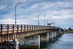 Pont au-dessus de Hampton Harbor Inlet en Hampton Beach, New Hampshire Images stock