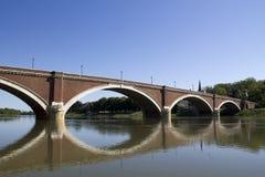 Pont au-dessus de kupa de rivière dans le sisak Photographie stock libre de droits