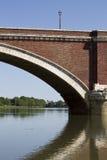 Pont au-dessus de kupa de rivière dans le sisak Photos stock