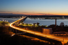 Pont au-dessus de la rivière Images stock
