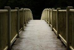 Pont au-dessus de la rivière Photographie stock libre de droits