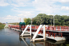 Pont au-dessus de la rivière dans Kolomna, Russie Image libre de droits