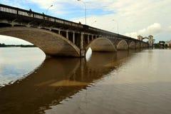 Pont au-dessus de la rivière de Yaguaron Images libres de droits