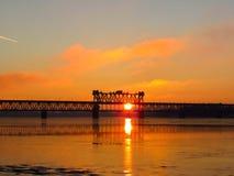 Pont au-dessus de la rivière de Dnieper dans Kremenchug Photographie stock