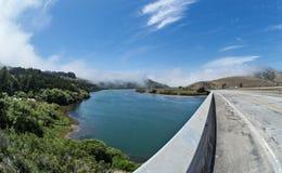 Pont au-dessus de la rivière russe, la Californie du nord Images stock