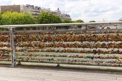 Pont au-dessus de la Seine à Paris, France Photo libre de droits