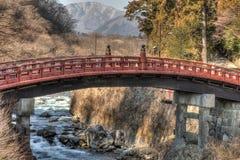 Pont au-dessus de rivière à Nikko - au Japon images libres de droits