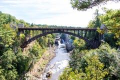Pont au-dessus de rivière d'Ausable près de Keeseville, New York Images libres de droits