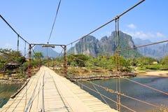 Pont au-dessus de rivière de chanson Image libre de droits