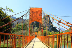 Pont au-dessus de rivière de chanson Photographie stock libre de droits