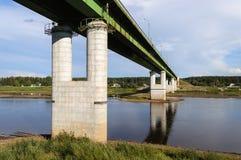 Pont au-dessus de Sukhona dans Totma Image libre de droits