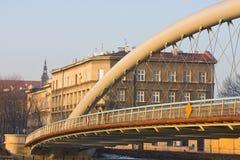 Pont au-dessus du fleuve Vistule au temps de coucher du soleil, Cracovie, Pologne Photo libre de droits