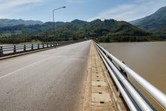 Pont au-dessus du Mekong images libres de droits