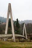 Pont au-dessus du terrain de golf triangulaire Image libre de droits