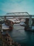 Pont au lac Myvatn en Islande Photographie stock libre de droits