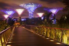 Pont aux jardins par la baie Photos stock