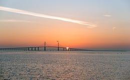 Pont avec le soleil derrière photos libres de droits
