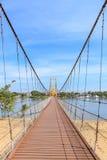 Pont bicentenaire de Bangkok au-dessus de rivière de cinglement à la province de Tak, Thaïlande photos stock