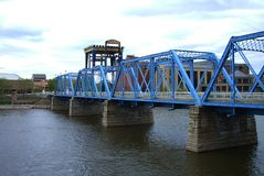 Pont bleu - Grand Rapids, Michigan image stock