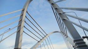 pont Câble-resté à travers la rivière clips vidéos