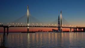 pont Câble-resté sur le diamètre occidental de vitesse, égalisant St Petersburg banque de vidéos