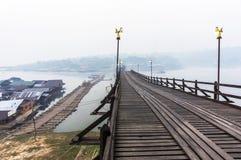 Pont cassé de lundi en Misty Morning Photo stock