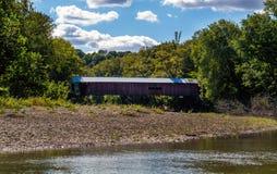 Pont couvert d'étroits Photos stock