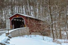 Pont couvert de Colemansville en hiver Photographie stock libre de droits